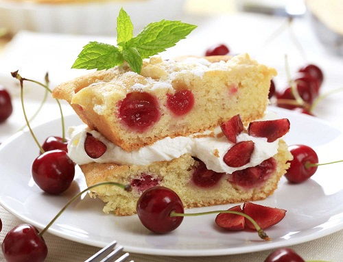 8503_visnje-u-testu-stock-photo-cherry-sponge-cake-shutterstock_33710494